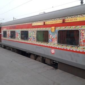 https://upload.wikimedia.org/wikipedia/commons/2/24/12309_Rajdhani_Express_-_AC_1st_Class_-_H1.jpg